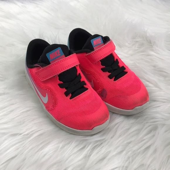 premium selection 4995d 9ff0c Nike Girl Revolution 3 Toddler Tennis Shoes. M5a5cda3e5512fd5816570d30